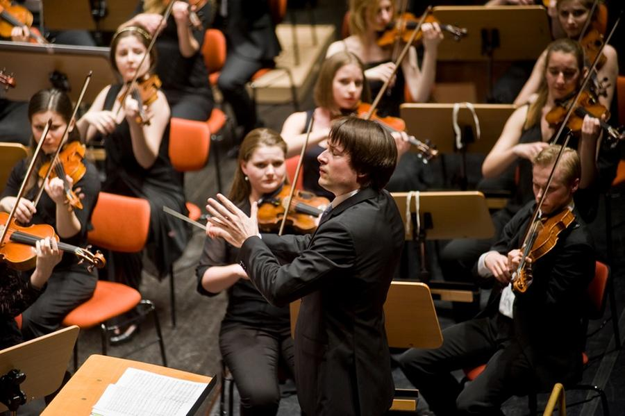 <h2 class='nomargin'>In concert with the GMJO &copy; Márcia Lessa</h2>